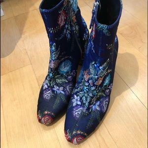 Stunning floral Zara zip up booties